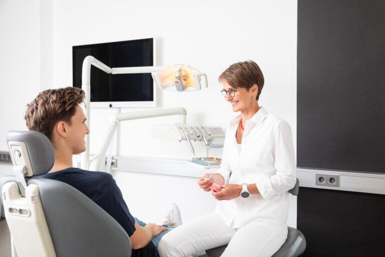 Mundhygiene bei Prof. Jonke für Jugendliche
